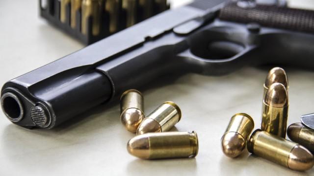 В дома на бивш военен са открити цял куп бойни оръжия, извикани са специалисти по взривове от София