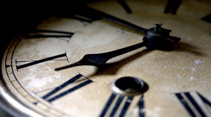 Връщаме часовника с  един час назад в нощта преди изборите