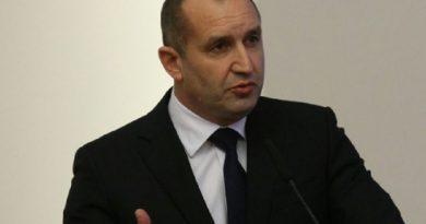 Президентът Румен Радев поиска оставката на правителството и главния прокурор!