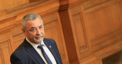 Валери Симеонов критикува Комисията по хазарта, че е била купена
