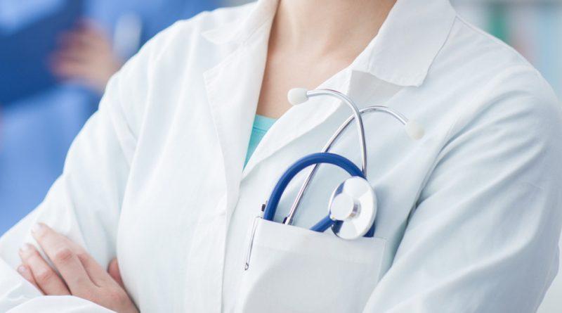 Медицинска сестра е обвинена за изтегляне на пари от банкова карта на починал пациент