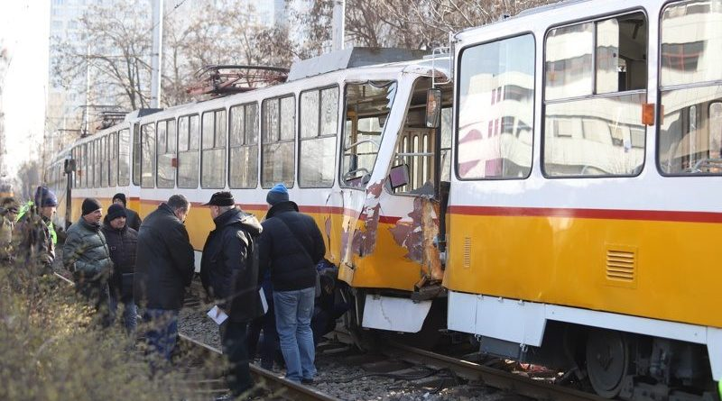 Мъж загина при катастрофа между 3 трамвая