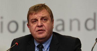 Каракачанов разреши руски самолет със занитни ракети да прелети над България