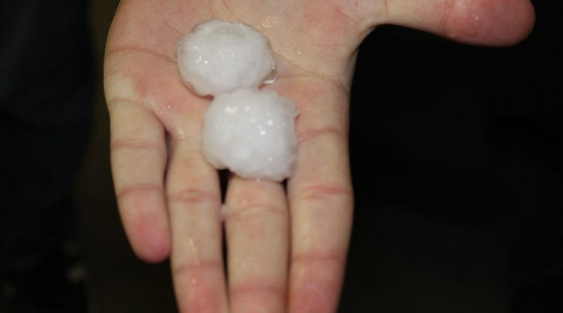 Бури с проливен дъжд и градушка удариха Централна и Западна България