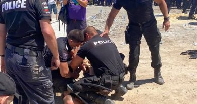 Масовото ходене на плаж в летния сарай на Ахмед Доган ескалира в сблъсъци с полицията (Видео)