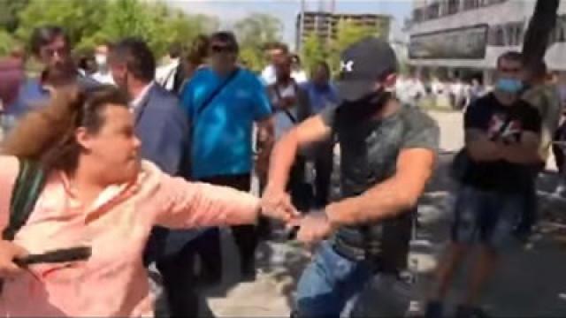 Ето колко пари е прибрал провокаторът, нападнал журналисти на форума на ГЕРБ