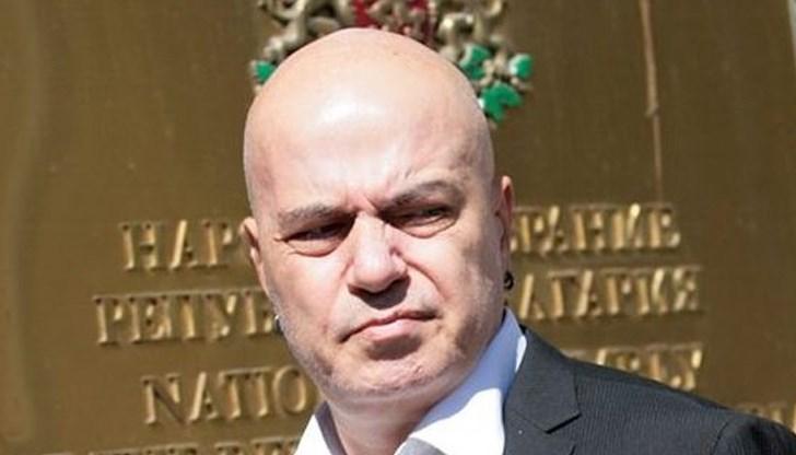 Слави Трифонов: Аз моя избор съм го направил – оставка!