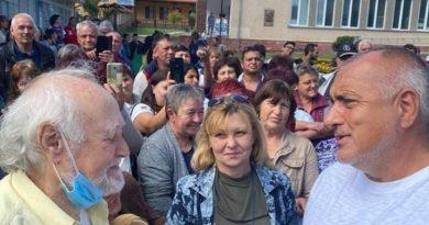 Бойко Борисов за 4-и път напомни на пенсионерите, че им дава по 50 лева