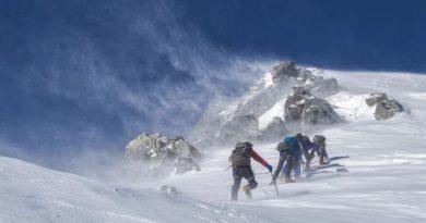 Петима алпинисти загинаха при изкачване на връх Елбрус
